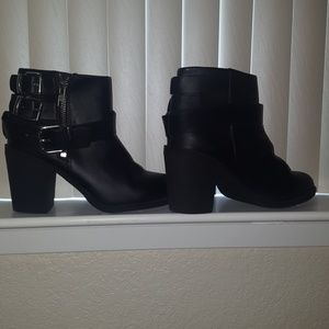 Booties w/ Buckles and removable buckle 5.5